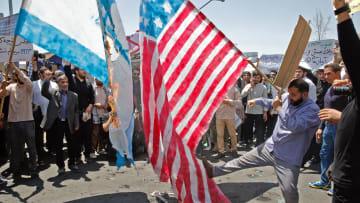 ما مصير الاقتصاد الإيراني بعد تطبيق العقوبات الأمريكية؟