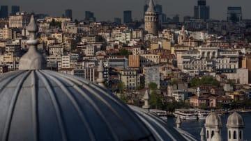 هل يمثل انهيار الليرة فرصة لشراء العقارات بتركيا؟