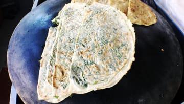 تعرّف إلى النسخة الأذربيجانية من فطائر الصاج