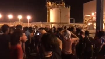 متظاهرون يقتحمون منشأة روسية في البصرة