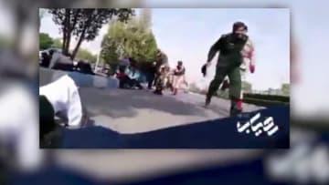لحظة وقوع هجوم خلال استعراض عسكري في إيران