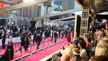مهرجانات السينما... نجوم وفساتين وأفلام وماذا أيضا؟