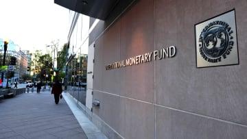 صندوق النقد يطمئن العرب بتراجع الغلاء ويحذر الإيرانيين