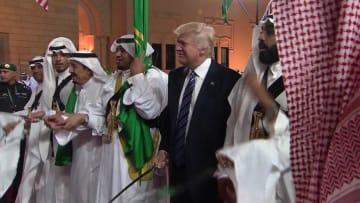 كيف استفاد ترامب رجل الأعمال والرئيس مالياً من السعودية؟