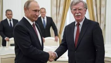 لقاء مشحون بين بوتين وبولتون بعد انسحاب واشنطن من اتفاق نووي