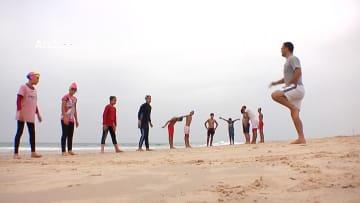 سباحات يكسرن الحواجز ويتدربن إلى جانب الشبان في غزة