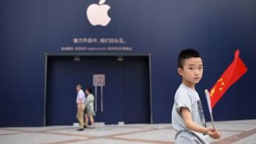 اتهامات جديدة لآبل باستغلال مورديها الصينيين للمراهقين