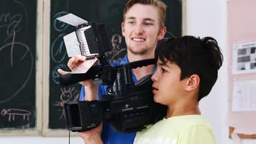 3 2 أكشن... هل تساعد السينما في تعليم الأطفال لغات جديدة؟
