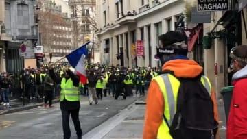 رئيس وزراء فرنسا عن احتجاجات السترات الصفراء: حان وقت الحوار