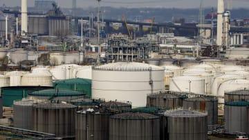 رحلة تقلبات أسعار النفط.. أين تستقر في 2019؟