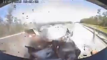مقاطع فيديو مرعبة لحوادث سيارات.. تنشر لتوخي الحذر