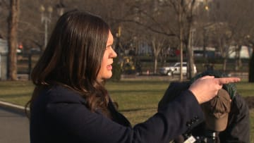 ساندرز تنفعل بعد سؤال لمراسل CNN عن اعتقال مساعد ترامب