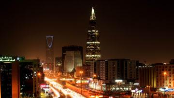 ماذا يُعادل المبلغ الذي استعادته السعودية في قضايا الفساد؟