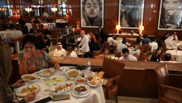 قطاع المطاعم والمقاهي بدبي.. نمو متسارع ووظائف بالآلاف