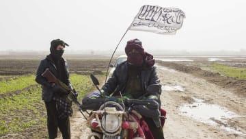 """كيف تمكنت مراسلتان من CNN من قضاء يومين تحت حكم """"طالبان""""؟"""