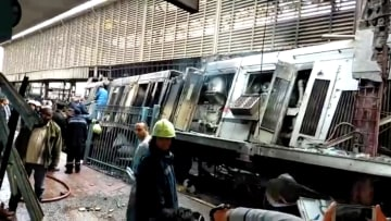 """المشاهد الأولية بعد نشوب حريق """"هائل"""" في محطة قطارات مصر"""