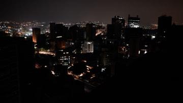 شاهد لحظة انقطاع التيار الكهربائي عن فنزويلا