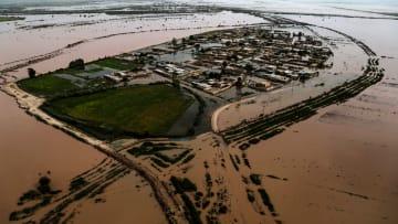 فيضانات إيران: ارتفاع حصيلة القتلى إلى 70 ومدن تتحول لأنهار