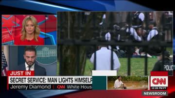 رجل يضرم النار بنفسه أمام البيت الأبيض