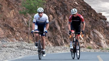 خذ جولة عبر الصحارى في دبي مع مجتمع متنامٍ من راكبي الدراجات
