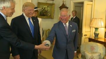 موقفان طريفان في استقبال الأمير تشارلز لترامب وزوجته