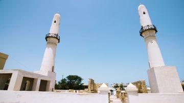 ما سبب تسمية أول مسجد شُيّد بالبحرين بمسجد الخميس؟