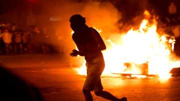 مظاهرات عنيفة بعد مقتل شاب في إسرائيل.. والشرطة ترد