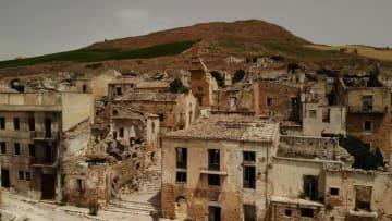 """بإيطاليا.. هذه البلدة تبيع المنازل بـ""""يورو واحد""""..إليك السبب"""