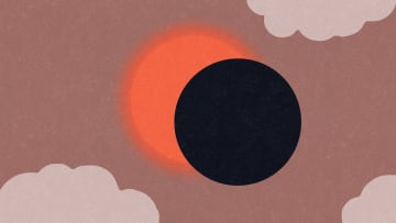 7 أعراض قد تعاني منها العين خلال النظر إلى كسوف الشمس