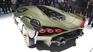 لامبورغيني تكشف عن أول نسخة هجينة من سياراتها الخارقة
