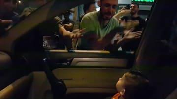 """محتجّون يغنون """"بيبي شارك"""" أثناء مظاهرات لبنان.. والسبب؟"""