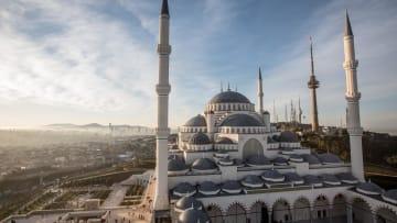 مساجد إسطنبول بتركيا..بعضها قد يحمل رسائل سياسية.. شاهد كيف