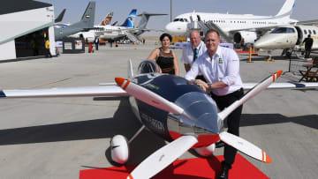 معرض دبي للطيران يكشف عن أول طائرة سباق كهربائية..تعرف عليها