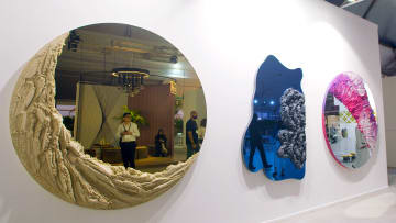 هل تشتري مرآة في دبي تبلغ قيمتها 65 ألف دولار؟