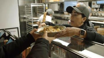 """نظرة على مطعم """"طعام المهاجرين"""" على بعد أمتار من البيت الأبيض"""