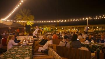 بدون تلفاز أو إنترنت.. كيف يقضي الزوار ليلة عربية بصحراء أبوظبي؟