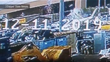 كاميرا مراقبة ترصد لحظة تحطم طائرة وسط استغاثة قائدها