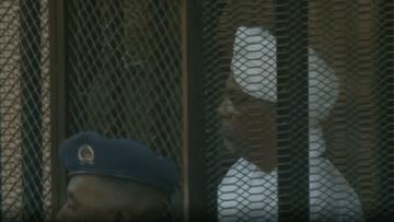 شاهد عمر البشير خلال إدانته بالفساد بجلسة محاكمة في السودان