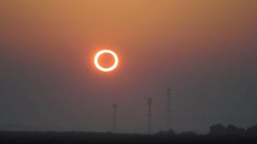 شاهد.. لحظة كسوف الشمس الحلقي في السعودية