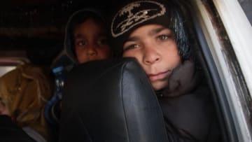 """""""حياة التهجير"""".. واقع يعيشه الفارون من جحيم القصف في إدلب"""