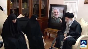 خامنئي يزور عائلة قاسم سليماني لتقديم العزاء