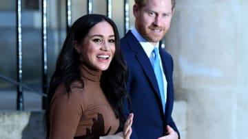 لماذا قرر الأمير هاري وزوجته ميغان التخلي عن مهامهم الملكية؟