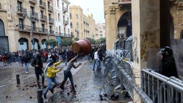 لبنان.. إصابة العشرات في اشتباكات بين قوات الأمن ومحتجين