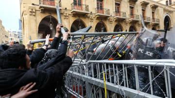 أسبوع الغضب مستمر في لبنان وسط إصابات من الأمن ومتظاهرين