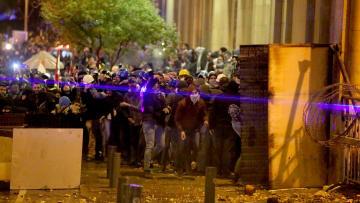 أسبوع الغضب.. كيف تصاعدت الاشتباكات وأعمال العنف في لبنان؟