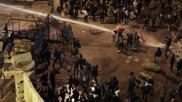 مواجهات حول مكتب رئيس وزراء لبنان الجديد مع تواصل الاحتجاجات