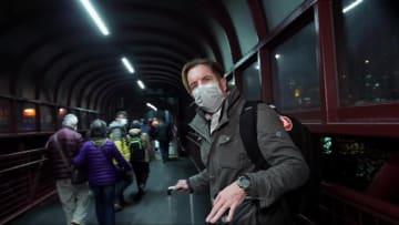مراسل CNN يلحق بآخر رحلة من ماكاو لهونغ كونغ هربا من كورونا