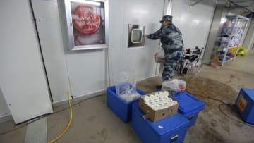 شاهد كيف يقدم مستشفى بووهان بالصين الطعام لمرضى فيروس كورونا
