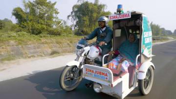كيف أنقذت خدمة إسعاف بدراجة نارية حياة الآلاف في ريف الهند؟