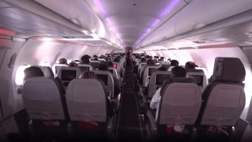 حرب المقاعد تشتعل على متن الطائرات مجدداً